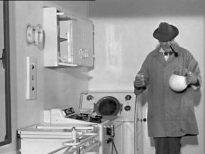 a still taken from Mon Oncle